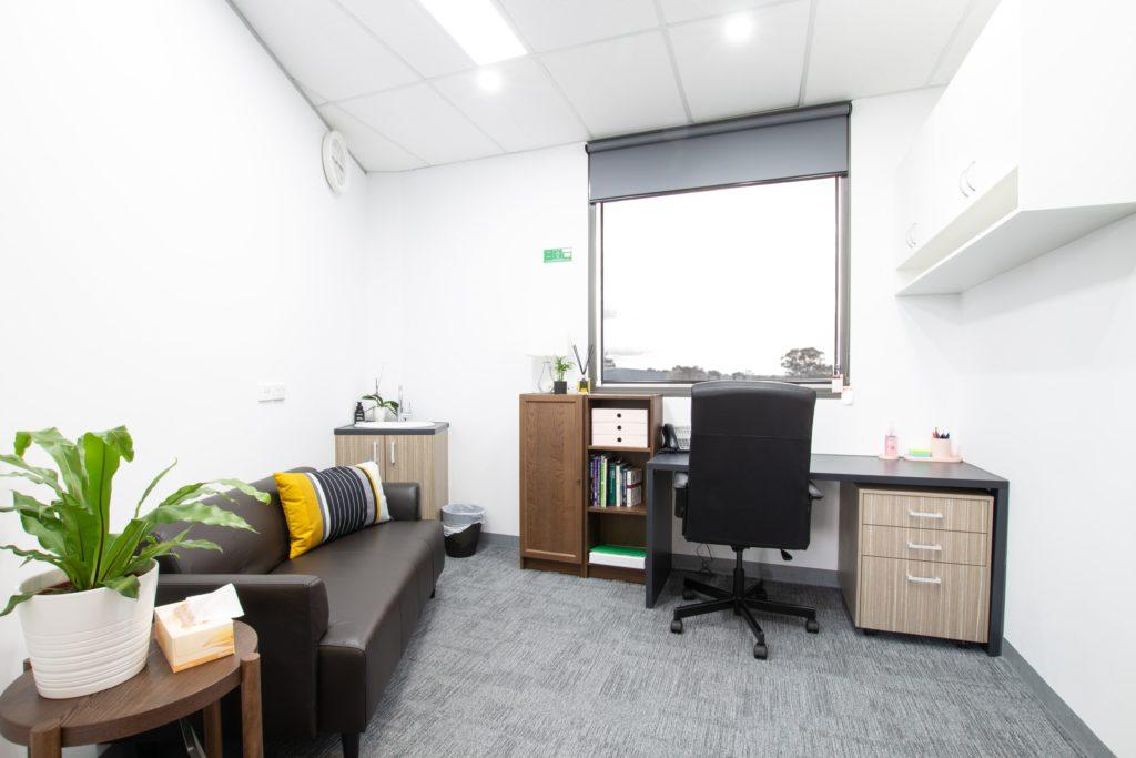 Keys Medical - Psychology Room-min
